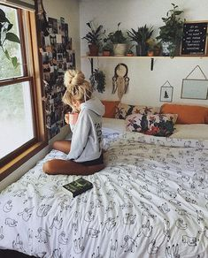 Pin by Shawna Nelson on For The Home in 2019 Cool Room Decor, Bedroom Decor, Room Interior, Interior Design Living Room, Interior Livingroom, College Room Decor, Room London, Pretty Room, Vintage Room