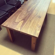Walnut dining table #ウォルナット#ダイニングテーブル#インテリア#接ぎ合わせ#一枚板#無垢#蜜蝋#木のぬくもり#walnut#diningtable#tabletop#woodplank#woodslab#naturalshape