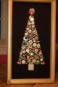 framed costume jewelry christmas tree Good way to use Grandmother's old jewelry. Make for my mom? Noel Christmas, Christmas Jewelry, Vintage Christmas, Christmas Ornaments, Christmas Necklace, Christmas Lights, Vintage Jewelry Crafts, Vintage Costume Jewelry, Vintage Jewellery