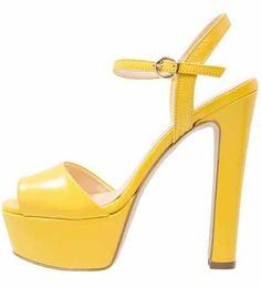 d512166be Sandalias Amarillas De Mujer Las sandalias amarillas de mujer abarcan todos  los…