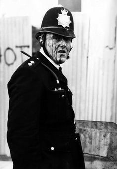 British Police History, 1981 Brixton riot Uk History, British History, History Facts, Detective, Cops Humor, Art Alevel, Riot Police, Police Uniforms, War Photography