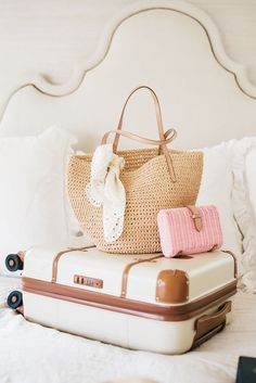 My Summer Must-Haves. - Pink Peonies by Rach Parcell Travel Bag Essentials, Packing Tips For Travel, Suitcase Packing, Europe Packing, Packing Ideas, Traveling Europe, Winter Packing, Backpacking Europe, Packing Lists