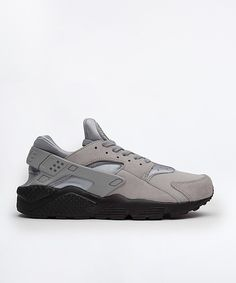 Price:£99.99 Nike Air Huarache Run SE Trainer Available Colors: Matte Silver / Black Available Sizes: 6 ,7 ,8 ,9 ,10 ,11 ,12