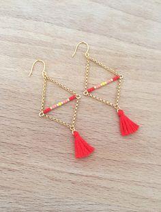 Boucles d'oreille corail forme triangulaire plaqué or 1 petit ensemble de perle miyuki corail vif, corail, jaune et doré 2,5cm 2 ensembles de chaine en plaqué or 16k (2,1cm et - 18714141