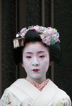 Satono, Kawahisa Okiya, Miyagawacho
