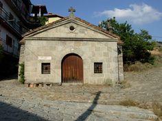 A los pies del Puerto del Pico se encuentra la Ermita de Santo Antonio Abad.