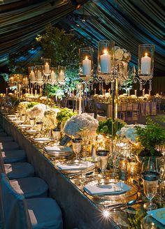 Superbes candélabres de cristal pour sublimer la table de mariage.