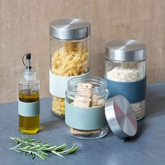 The practical sister Clara has displayed several glass jars for storage on the worktop. Available in three colours and several designs. Price per item from DKK 9,94 / EUR 1,39 / ISK 244 / NOK 14,74 / GBP 1,34 / SEK 14,28 / CHF 1,78 / FO-DKK 11,65 / JPY 156