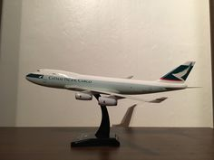 South East Asia Airline Company Cathay Pacific Cargo Boeing B747 400 Cargo Freighter Model aeroplane,Squire,Old livery colours,1,200 Scale made from Plastic,Reg no B-HUP,Hogan model company,Plane measurements Length nose to tail 34.5cm,Width wing tip to wing tip 32.5cm