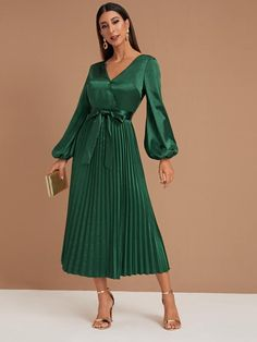 SHEIN Bishop Sleeve Pleated Belted Satin Dress Source linkYou can find Satin and more on our website. Emerald Green Outfit, Green Dress Outfit, Black Dress Outfits, Satin Dresses With Sleeves, Pleated Dresses, Dress Skirt, Haut Transparent, Bishop Sleeve, Colourful Outfits