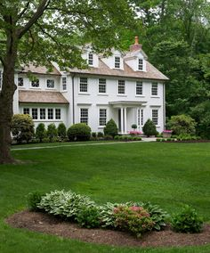 ♕ insta and pinterest @amymckeown5 Colonial Exterior, Traditional Exterior, Traditional House, Exterior Design, Cozy House, Curb Appeal, Georgian Architecture, Southern Architecture, Classic House