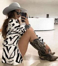 Cute Fashion, Fashion Outfits, Best Western, Wild Child, Feeling Happy, Get Up, Gossip, Cowboy Boots, Thrifting