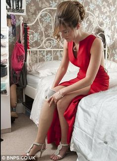 Teenage amputee Isabelle Papandronicou has got a new prosthetic leg for her school prom