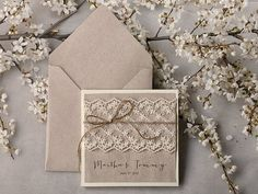 Liste personnalisée (100) mariage Invitation gris recyclage papier, faire-part de mariage dentelle Ecru, poche plier une Invitation rustique, Shabby Chic: