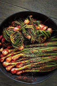 Traditional Korean Green Onion Kimchi Korean Shrimp Recipe, Taiwanese Fried Chicken Recipe, Shrimp Recipes Easy, Fried Chicken Recipes, Tofu Recipes, Traditional Kimchi Recipe, Beef Bulgogi Recipe, Riblets Recipe