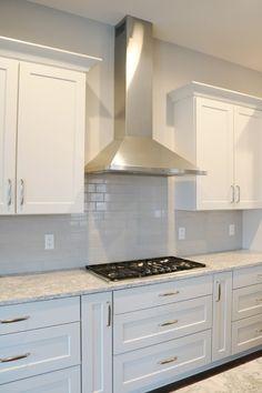 Kitchen Cabinets Decor, Kitchen Room Design, Kitchen Interior, Kitchen Ideas, Kitchen Vent Hood, Classic White Kitchen, Kitchen Remodel, Stainless Steel Vent Hood, Stainless Steel Kitchen Appliances