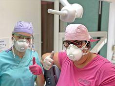 So sieht unser Alltag aus 😷 wir sind bestens gerüstet, dank der neuen Fp3 Schutzmasken. 💪  ☎️Telefonisch sind wir jederzeit erreichbar. ☎️   Bleiben Sie GESUND! 🙏 #schutzmaske #fp3 #ffp2 #spuckschutz #coronavirus #zahnarzt Corona, Protective Mask, Health