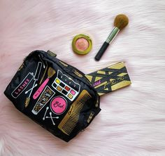 makeup on the go for traveling glamazons | The Sconnie Sling