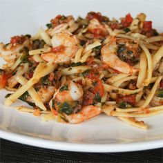 Fresh Tomato Shrimp Pasta Recipe - Fresh tomatoes and spinach, fresh herbs, and fresh mozzarella combine with shrimp and fettuccine for an easy summer dinner. Shrimp Pasta Recipes, Seafood Recipes, Cooking Recipes, Healthy Recipes, Cooking Ideas, Pasta Recipies, Shellfish Recipes, Vegetarian Recipes, Dinner Recipes