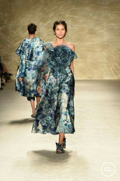 @mariaelenavillamil  #mujereseneljardin #romanticismo #feminidad  #vibroconlamoda #colombiamods2017  🍃👏🍃👏🍃👏🍃 Bridesmaid Dresses, Wedding Dresses, Get Up, Vogue, Designer Collection, Milan, Fashion Show, Runway, Romanticism