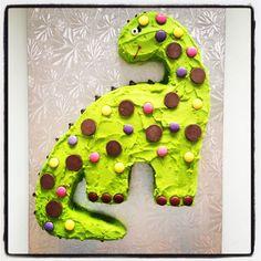 A really cute dinosaur birthday cake with candy on top! A really cute dinosaur birthday cake with candy on top! Dinosaur Cupcake Cake, Dino Cake, Dinosaur Birthday Cakes, Cupcake Cakes, Dinosaur Cake Easy, Dinosaur Cakes For Boys, 2nd Birthday Parties, Third Birthday, Birthday Ideas