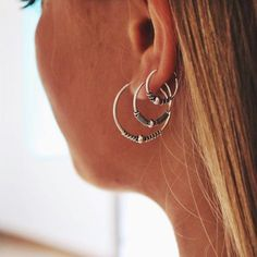 The bigness of this in the right order luvv Ear Jewelry, Cute Jewelry, Jewelery, Jewelry Accessories, Piercings Bonitos, Looks Hippie, Cute Ear Piercings, Types Of Gemstones, Accesorios Casual