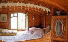 Картинки по запросу необычные интерьеры маленьких домиков