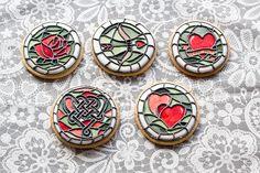 En un mes llega San Valentín y por eso, en Megasilvita, estamos preparando algunas recetas con... Royal Icing Cookies, Cupcake Cookies, Cupcakes, Ginger Cookies, Sugar Cookies, Wedding Dress Cookies, Stained Glass Cookies, Crazy Cookies, Iced Biscuits