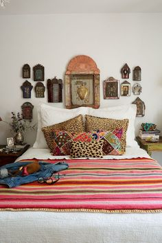 Creative diy bohemian style home decor ideas 48 Bohemian Style Home, Bohemian Decor, Vintage Bohemian, Modern Bohemian, Spanish Bedroom, Spanish Style Bedrooms, Southwestern Bedroom, Southwest Style, Southwest Decor