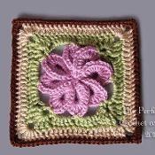 8 Petal Flower Square - via @Craftsy