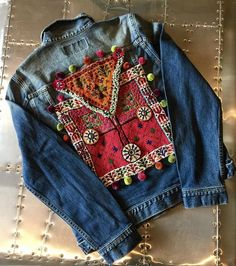 Our handcrafted embellished denim jackets are decorated with tribal vintage Banjara textiles, mirror work and beaded patches. Every piece is handmade and unique, no two are the same. Especially designed to meet a bohemian colorful spirit. Artisanats Denim, Mode Cool, Costura Diy, Look Jean, Denim Ideas, Denim Crafts, Painted Clothes, Embellished Jeans, Boho