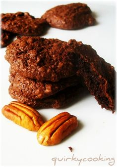 Quirky Cooking: Flourless Chocolate Brownie Cookies - Plus Many Variations Sugar Free Treats, Paleo Treats, Healthy Desserts, Paleo Food, Flourless Chocolate Brownies, Chocolate Brownie Cookies, Pecan Cookies, Chocolate Biscuits, Quirky Cooking