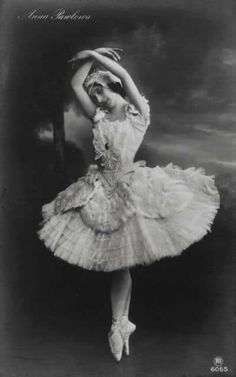 Anna Pavlova, George Balanchine, Martha Graham, Ballerine Vintage, Dance Baile, Vintage Ballerina, Ballet Photos, Dance Photos, Russian Ballet