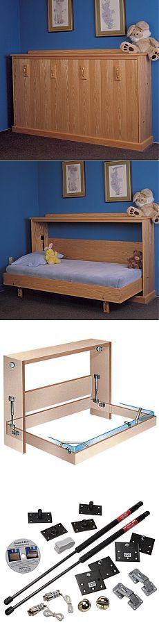 Skříň postel s rukama.