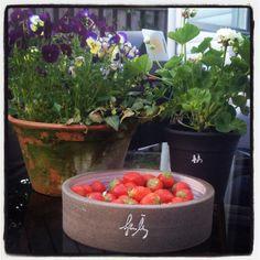 Blomkrukor och pajform från Åbergskrukmakeri