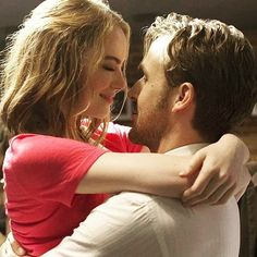 La La Land - Publicity still of Emma Stone & Ryan Gosling. The image measures 4307 * 2995 pixels and was added on 2 January Ryan Gosling, Damien Chazelle, Best Director, Toni Braxton, Madame Tussauds, Movie Couples, John Legend, Film Review, Relationship Tips