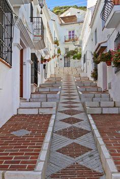 Rincones de Andalucía: calle de Mijas (Málaga) / Places of Andalusia: a street of Mijas (Málaga)