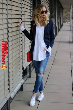 "Outfit: How to :: Casual Chic - Oversized Shirt & Red Lips   Casual chic - my absolut favorite style! I'd say casual chic is my style - it's just totally me. But what does casual chic mean?"", ""pinner"": {""username"": ""claudiafleer"", ""first_name"": ""Clau"", ""domain_url"": null, ""is_default_image"":.."