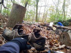 Koncem října už jsou přízemní mrazíky, tak se vyplatí spát v rukavicích. Výhodou navíc je, že v tento čas už nežerou komáři a do bot nelezou slimáci. Hiking Boots, Shoes, Zapatos, Shoes Outlet, Shoe, Footwear