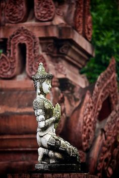 Chaing Mai Temple, Thailand. Some spiritual encounters and appreciation for the spirit world. Yes, on my list too.