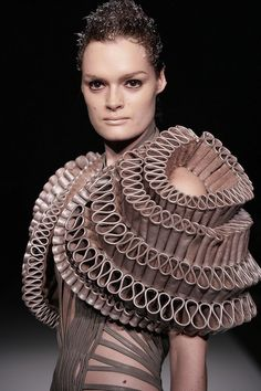 hyperbolic crochet: Geometry, architecture and 3-D printing in fashion design