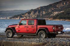 Das neue Modell markiert die Rückkehr der Marke in das Pickup-Segment und kommt zu den Feierlichkeiten des 80-jährigen Jubiläums von Jeep® zu den europäischen Händlern. Jeep Gladiator, Jeep Jl, Jeep Wranglers, Gladiators, City, Celebrations, Scale Model, Jeep Wrangler, Cities