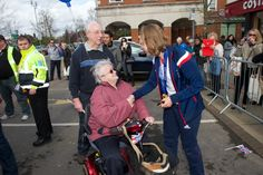 Lizzy meets shoppers at Blighs Meadow, Sevenoaks