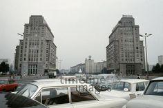 Stalinallee in Ost-Berlin Lanninger/Timeline Images #1970er #Berlin #Ostberlin #DDR  #GDR #Ostdeutschland #EastGermany #HausDerKinder #Trabis #Hochhaus #Karl-Marx-Allee #Kreuzberg