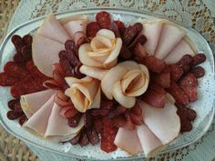 Вълче мезе Amazing Food Decoration, Appetizer Sandwiches, Meat Platter, Food Garnishes, Food Trays, Healthy Low Carb Recipes, Appetisers, Culinary Arts, Food Design