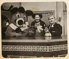 Green Jeans, Bun, Dancing Bear and Mr. I loved watching this TV show, along with Bozo the Clown and Sheriff John. I loved this show! My Childhood Memories, Sweet Memories, Cherished Memories, Childhood Friends, Family Memories, Midcentury Modern, Captain Kangaroo, The Last Summer, Look Vintage