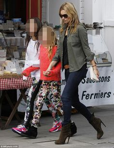 One big happy family: Kate Moss's ex-partner Jefferson Hack joins gang to celebrate daughter Lila's birthday Moss Fashion, Star Fashion, Estilo Kate Moss, Wedged Trainers, Khaki Jacket, Azzedine Alaia, Models Off Duty, Old Models