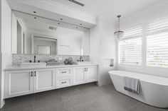 The bathroom with modern design is the perfect option for a contemporary home. Bathroom Spa, Family Bathroom, Bathroom Renos, Laundry In Bathroom, White Bathroom, Small Bathroom, Master Bathroom, Bathroom Ideas, Budget Bathroom