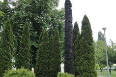Pet metara visoka drvena skulptura