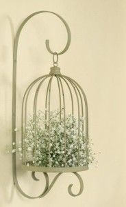 Bird Cage Planters are a great recycling use of old bird cages. Paint them or leave them in their natural state for a shabby chic effect. Casas Shabby Chic, Shabby Chic Interiors, Shabby Chic Bedrooms, Shabby Chic Cottage, Shabby Chic Homes, Shabby Chic Furniture, Shabby Chic Decor, Birdcage Planter, Birdcage Decor